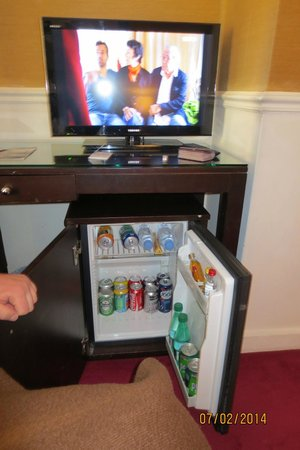 Residence Imperiale: Mini fridge , mini bar  and LCD TV