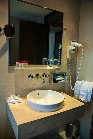 Hotel Astoria by OHM Group: bathroom