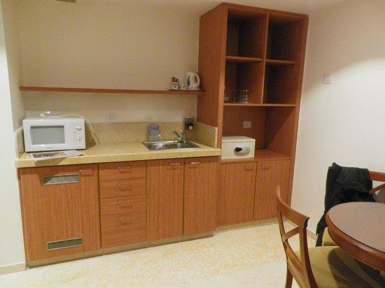 Metropolitan Hotel : Mini kitchen in room