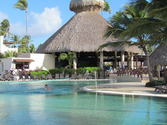 Alentours d 39 une des piscines picture of now larimar for Alentour piscine