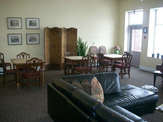 Pensione Nichols B&B: Breakfast/common area.