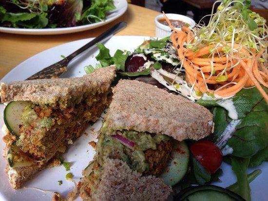 Luna's Living Kitchen: Vegan burger.   Delicious!