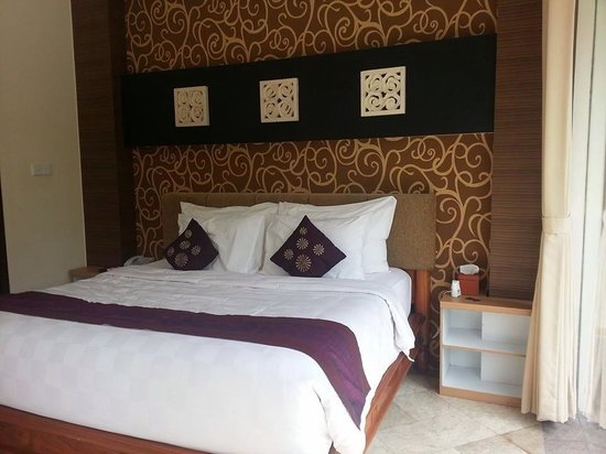 The Club Villas: King size bed