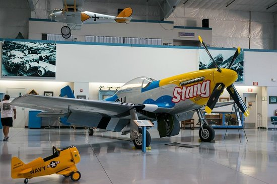 Commemorative Air Force Museum: Inside
