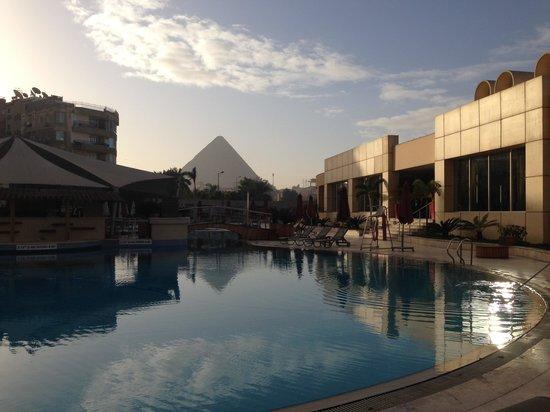 Le Meridien Pyramids Hotel & Spa : swimming pool