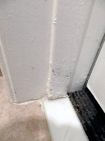 Best Western Moreno Hotel & Suites: shoddy repair work