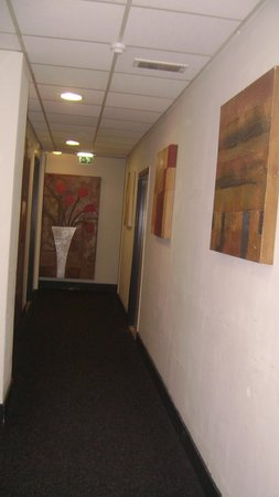 West Side Inn Hotel: The artwork