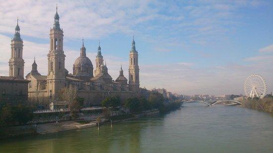 Basilica de Nuestra Senora del Pilar: El Pilar y el Ebro
