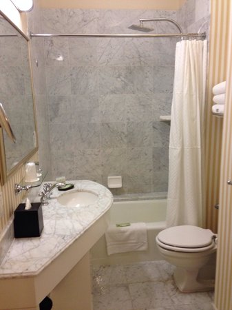 The Westin St. Francis San Francisco on Union Square : Bathroom in standard room