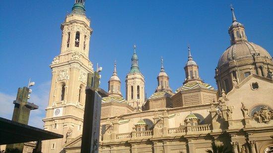 Basilica de Nuestra Senora del Pilar: Torres