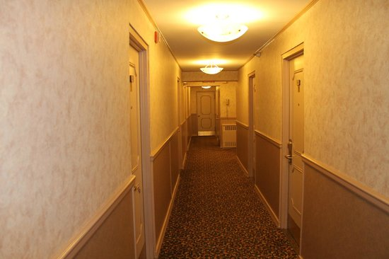 Travel Inn Hotel New York: коридор