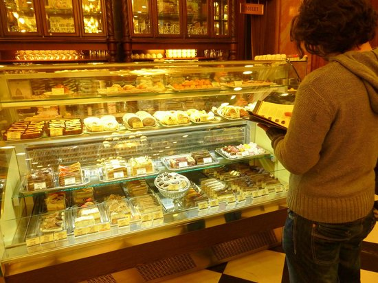 Szamos Gourmet Haz - Vaci utca: Amazing array of cakes