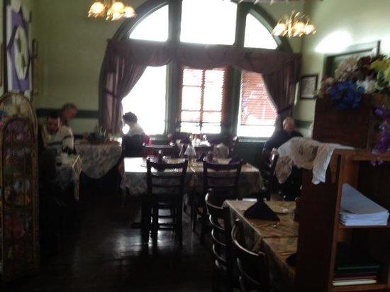 D & R Depot Restaurant: Dining room