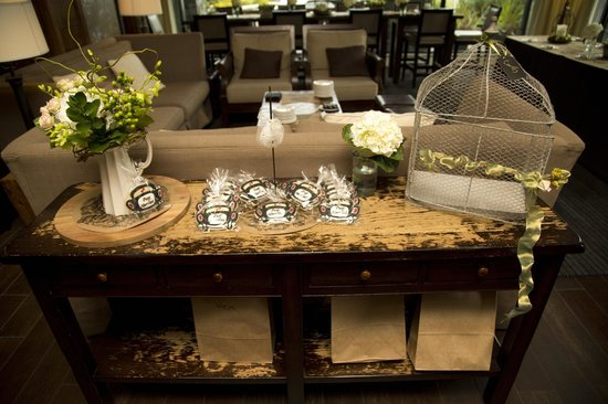 The Oswego Hotel : Card & Cookie Favour Table - O Bistro Wedding