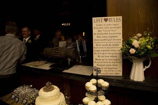 The Oswego Hotel: Display on Bar - O Bistro Wedding