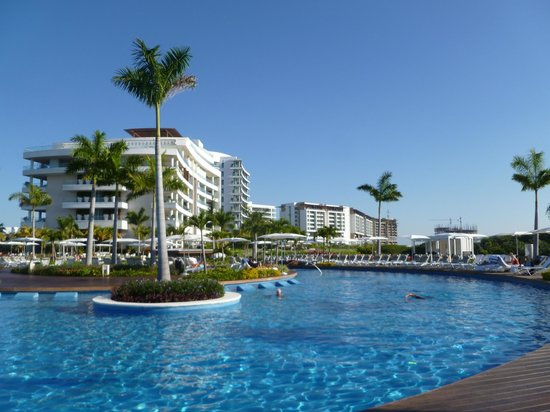 Grand Luxxe Nuevo Vallarta: view of punta pool looking at punta bldg and luxxe bldgs.