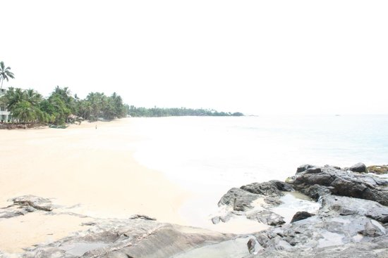 "Royal Beach Resort : Возле отеля ""Индурува"""
