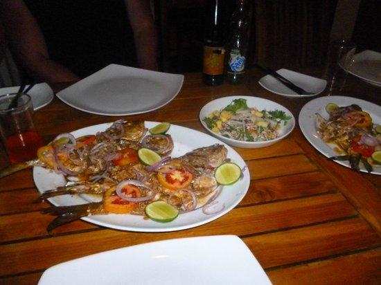 Sun'n'Sea Hotel: Ужин. Рыбу купили на рынке, Приготовили в ресторане.