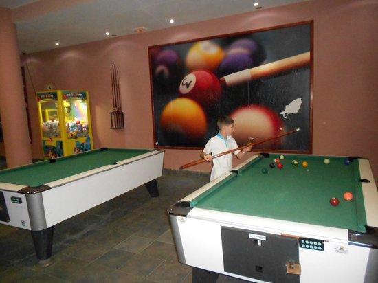 Hotel Costa Caleta : pool and table tennis area