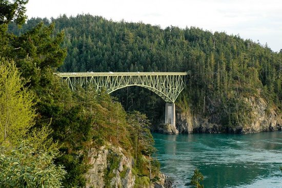 Garden Isle Guest Cottages: Deception Pass Bridge