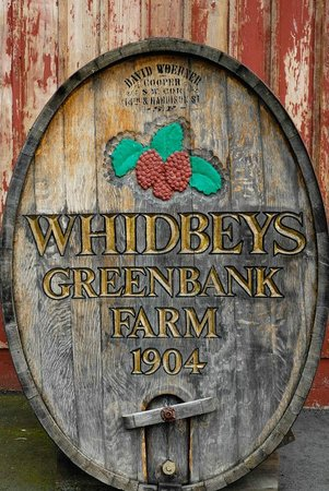 Garden Isle Guest Cottages: GreenBank Farm Whine Tasting