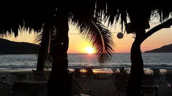 Hotel Cinco Sentidos: Sunset at the beach