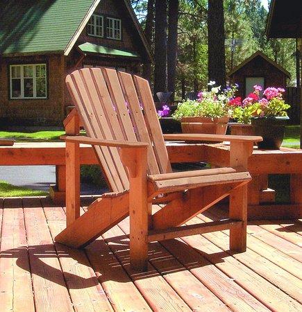 Metolius River Resort: Sunny back deck