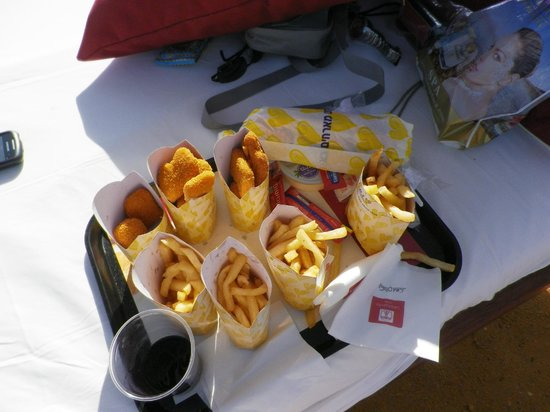 Leonardo Club Dead Sea Hotel: Nuggets and fries at the beach