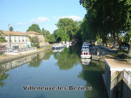 Canal Du Midi A Villeneuve-les-beziers