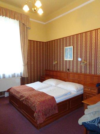 Old Prague Hotel: Chambre au 3ème étage à l'arrière