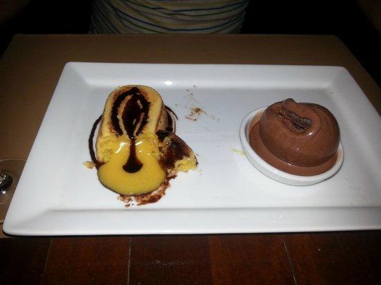 Barracuda Restaurant : witte chocolade en wortel fondant met chocolade ijs