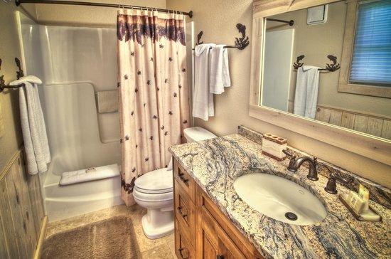 Metolius River Resort: Bathroom