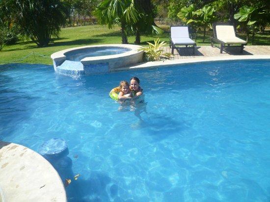 Hacienda JJ: El área de la piscina muy linda...