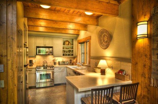Metolius River Resort: Kitchen