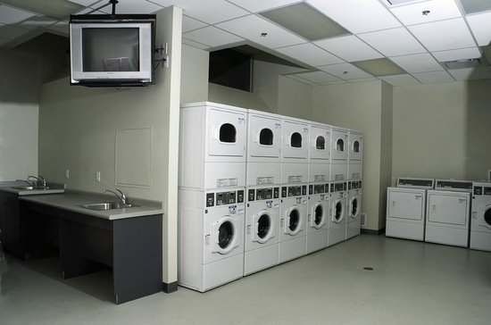 Residence & Conference Centre - Kamloops: Laundry facilities