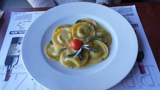 Provenza: Pasta mit Bärlauch und frisch Käse und Salbei