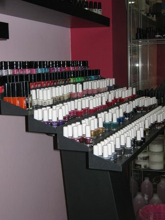Pretty Saloon: Nail Laquers ... more than 200 colours!