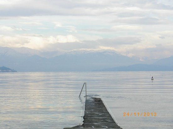 Hotel Conca Azzurra : Спуск к озеру с территории отеля
