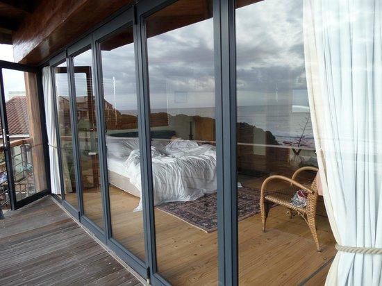 African Perfection Jeffreys Bay : slaapkamer vanaf balkon