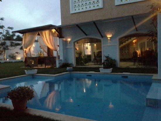 Alex Motel : swimming pool.