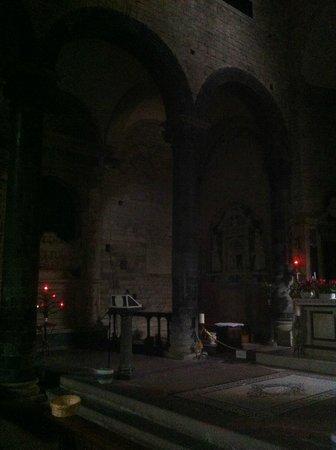 Chiesa dei Santi Apostoli: Particolare dell'interno (buio)