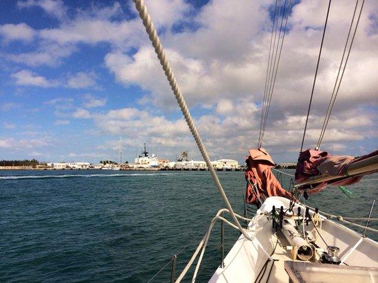 Schooner Jolly II Rover : Coming into the harbor.