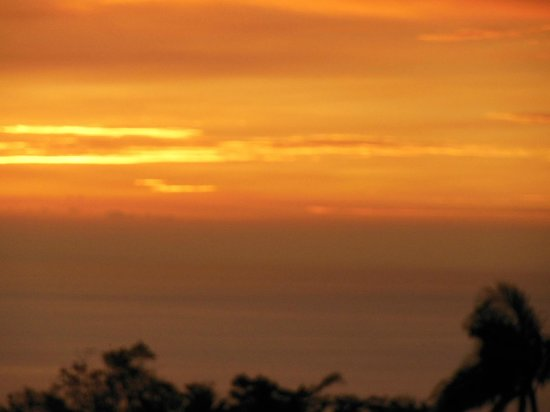 Patz Pies: South Kona Sunsets often seen - with some VOG