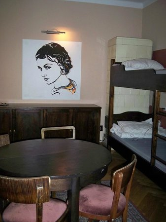 Deco Hostel: Room