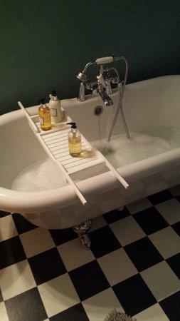 Heatherfield House: Lovely bath
