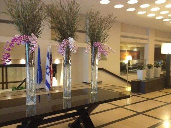 Dan Tel Aviv Hotel : great welcoming at the lobby