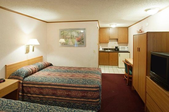 Americas Best Value Inn & Suites - Monroe: Two Double Kitchenette Room