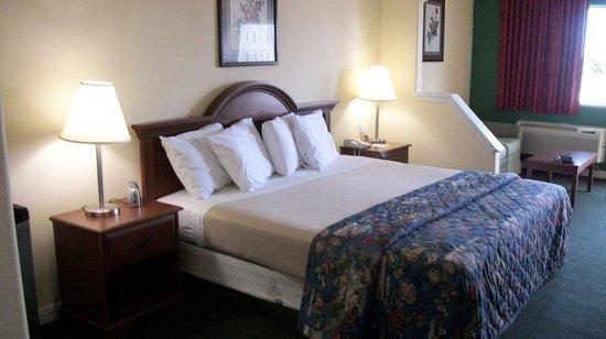 Americas Best Value Inn & Suites - Waller/Houston : King Room
