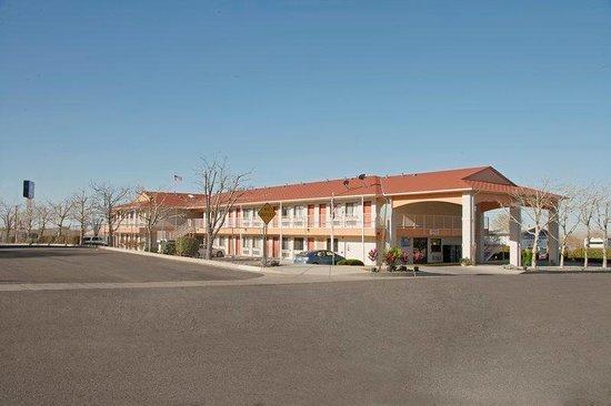 Americas Best Value Inn / East Albuquerque : Exterior