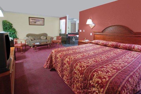 Americas Best Value Inn - Rialto: King Jacuzzi Suite